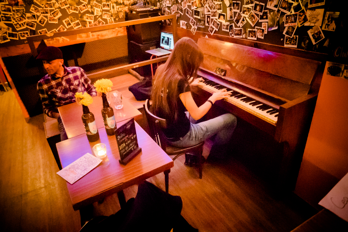 Nadja au piano @ La Bretelle · oct. 2018 · Olive